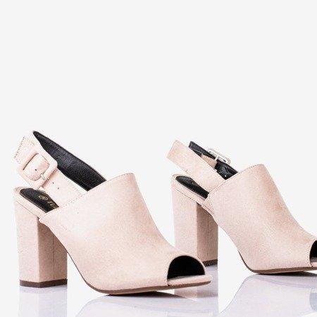 Бежевые женские сандалии на стойке Цветочного холма - Обувь