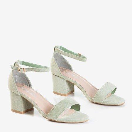 Светло-зеленые босоножки на низком каблуке от Sandena - Обувь