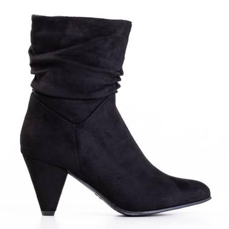 Черные женские сапоги на треугольном каблуке Mikare - Обувь