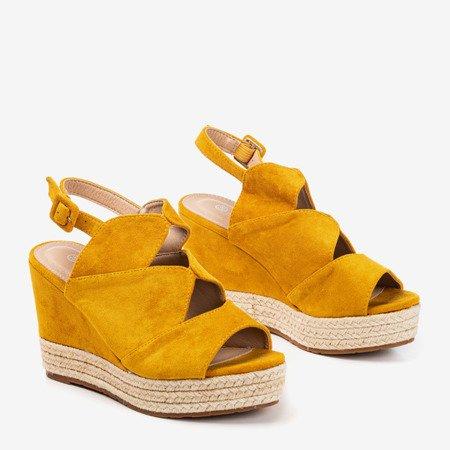Жіночі босоніжки з гірчиці на клині Орса - Взуття 1