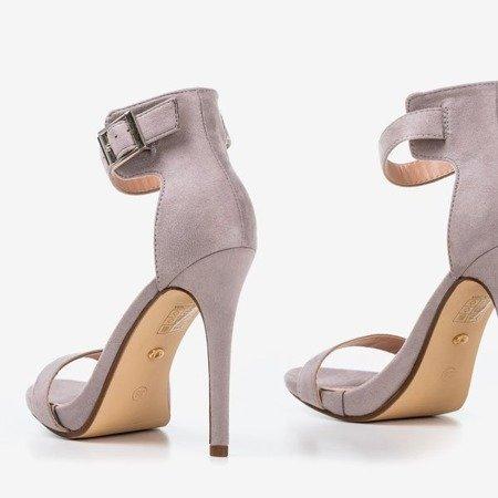 Світло-сірі босоніжки на високому каблуці Suella - Взуття 1