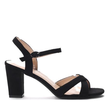 Czarne sandałki na słupku- Obuwie