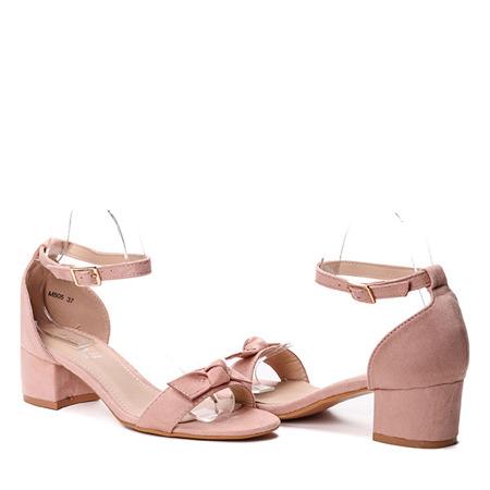 Różowe sandałki na słupku- Obuwie